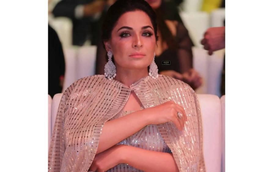 اداکارہ میرا نے برہنہ کمر کے ساتھ اپنی تصویر سوشل میڈیا پر لگائی تو طوفان آگیا