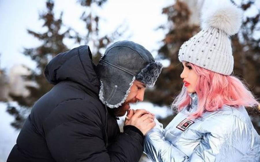 لوگوں کی مخالفت کے باوجود بالآخر باڈی بلڈر نے جنسی گڑیا سے شادی کرلی