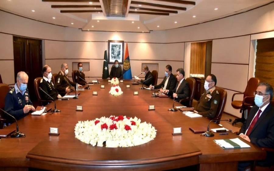 وزیر اعظم عمران خان تینوں مسلح افواج کے سربراہوں اور وفاقی وزرا کو ساتھ لے کر اچانک آئی ایس آئی ہیڈ کوارٹرز پہنچ گئے