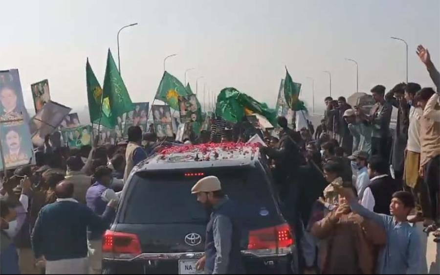 پی ڈی ایم کا جلسہ، مرکزی رہنما پہنچنا شروع ، کارکنان کا رش، آئی جی پنجاب نے پولیس اہلکاروں کو بڑا حکم جاری کر دیا