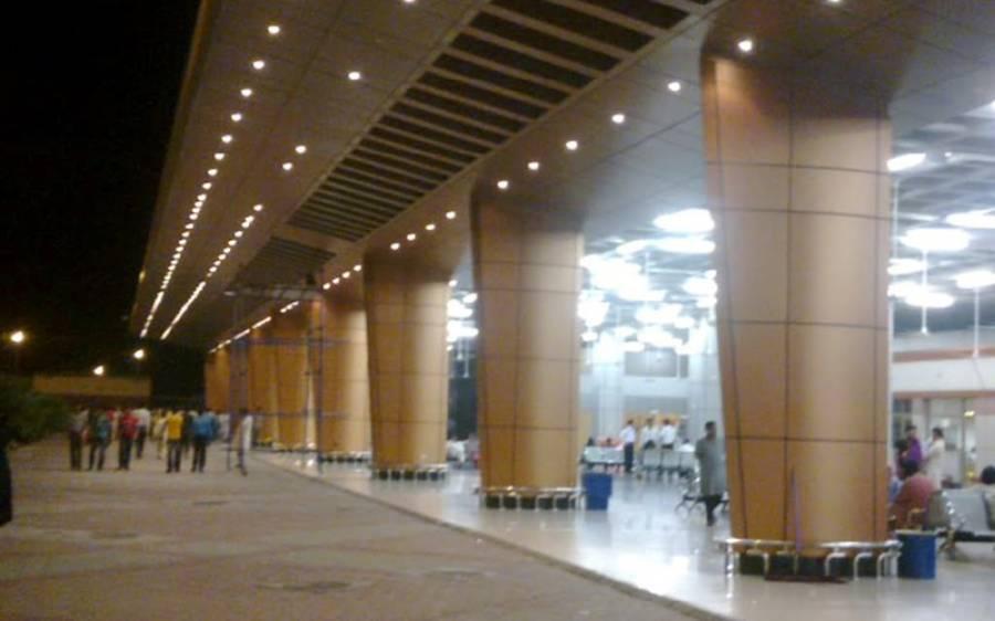 سیالکوٹ ایئرپورٹ پر اے ایس ایف اور کسٹم حکام کا جھگڑا، پرواز تاخیر کا شکار
