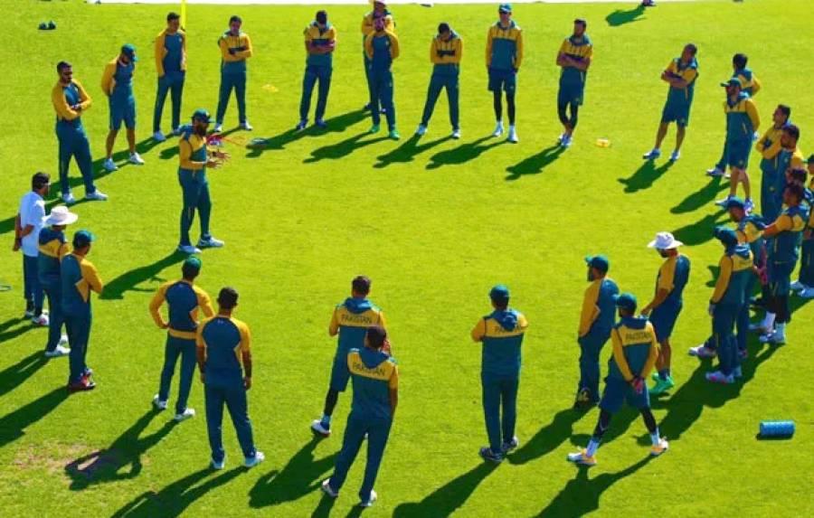 """""""مشکل وقت گزر گیا، اب تمام کھلاڑیوں کے حوصلے بلند ہیں"""" آئیسولیشن ختم کرنے کی اجازت ملتے ہی قومی ٹیم کے منیجر بھی میدان میں آ گئے"""