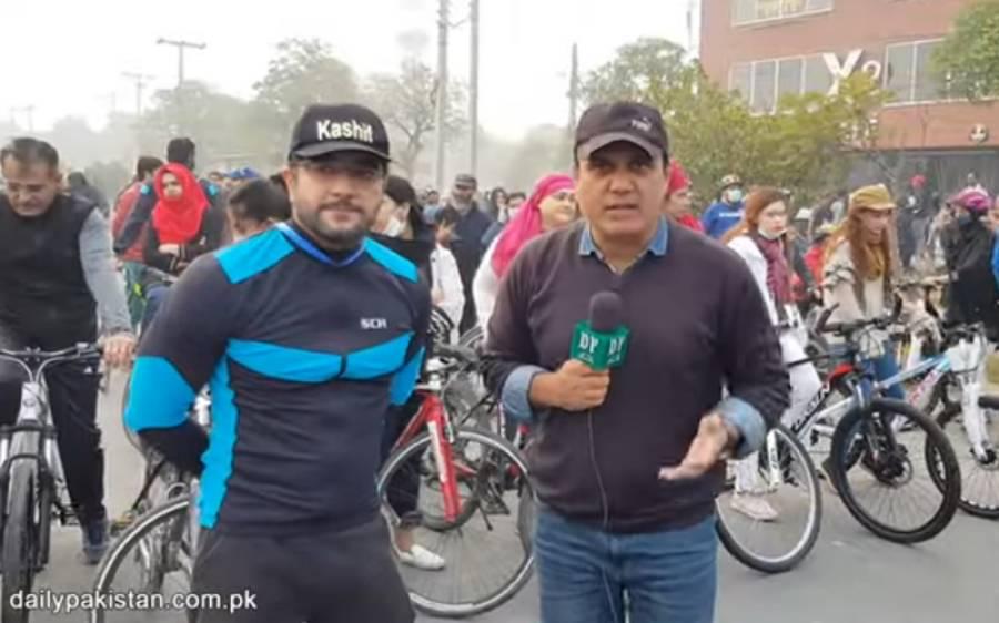 پاکستانیوں کی صحت بہتر بنانے کے لئے اداکارکاشف محمود میدان میں آگئے،لوگوں میں سائیکلیں تقسیم کرکے ان سے ورزش کروانے لگے
