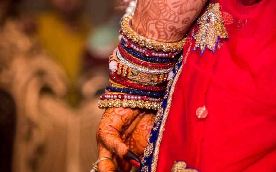 بھارتی ریاست اتر پردیش میں شادی، دولہا کے دوستوں نے دلہن کو بلا کر سٹیج پر ہی ایسے کام پر مجبور کردیا کہ دلہن نے شادی سے ہی انکارکردیا