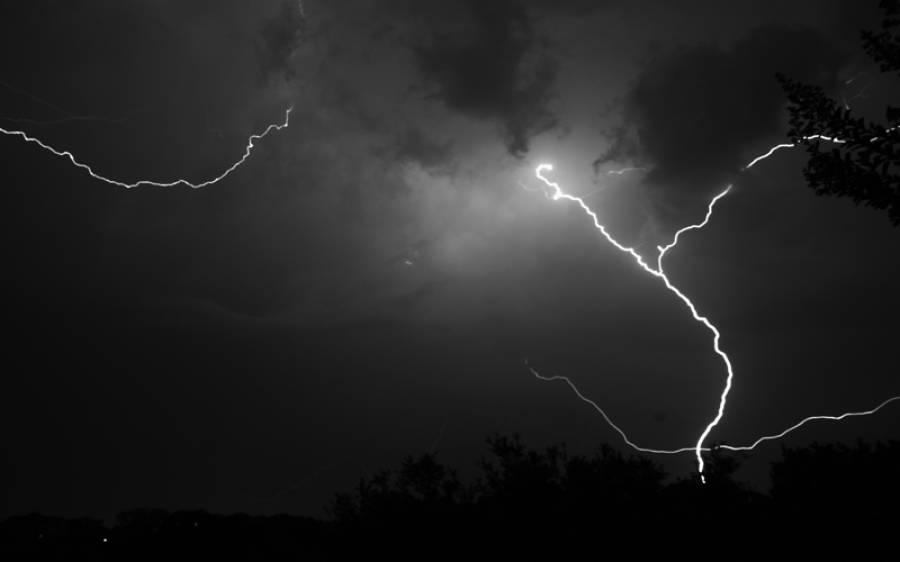 اسلام آباد میں آسمانی بجلی گر گئی
