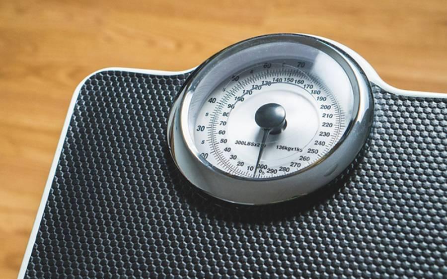 آپ رات کو سوتے ہوئے اپنی چربی کیسے پگھلا سکتے ہیں؟ ماہرین نے وزن کم کرنے کا انوکھا ترین طریقہ بتادیا