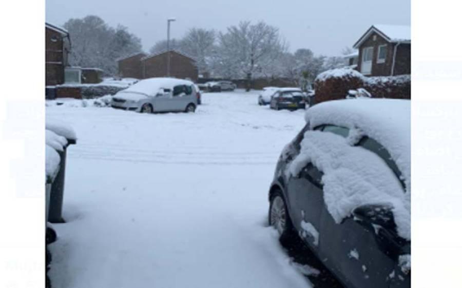 برطانیہ میں شدید برف باری ،چاروں طرف سفید چادر بچھ گئی