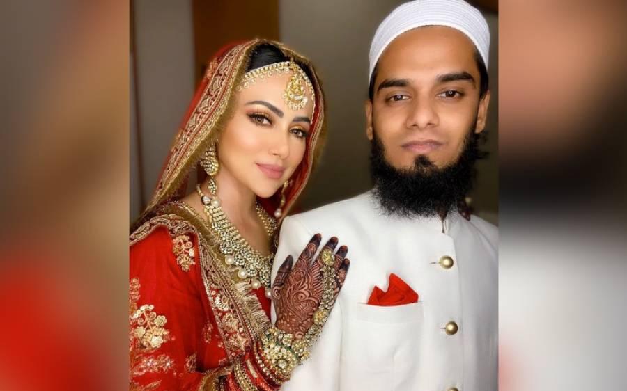 شادی کے بعد میاں بیوی اپنا اپنا کام کیسے مینیج کررہے ہیں؟ ثناخان نے شادی کے بعد ویڈیو پیغام جاری کردیا