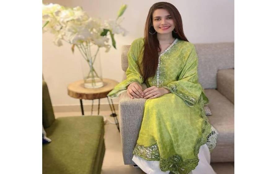 'ولائتی مرغی، لکڑی کی ٹانگیں، اتنی دیسی شکل پر یہ سٹائل' اداکارہ کرن حق کا ایسا بولڈ فوٹو شوٹ کہ پاکستانیوں کو غصہ چڑھ گیا