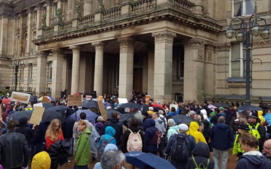 برطانیہ میں لوگ لاک ڈاون سے تنگ آگئے ،احتجاج شروع