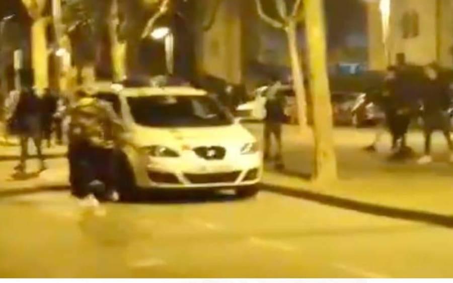 سپین،دوران گشت پولیس گاڑی پر منچلے نوجوانوں کا پتھراو