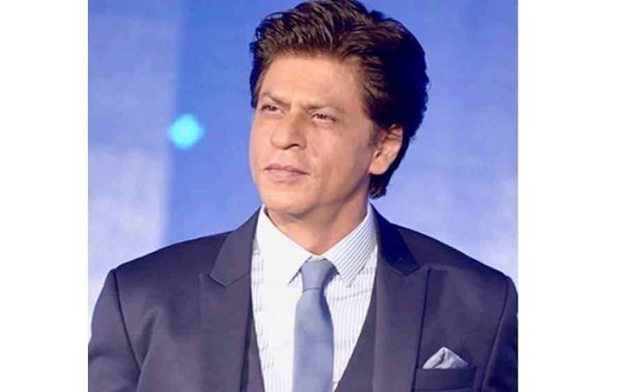 """شاہ رخ خان کی فلم """" پٹھان """" کی شوٹنگ کے دوران معاون ہدایت کار نے معروف ڈائریکٹر سدھارتھ آنند کو تھپڑ مار دیا اور پھر ۔۔ انتہائی حیران کن خبر آ گئی"""