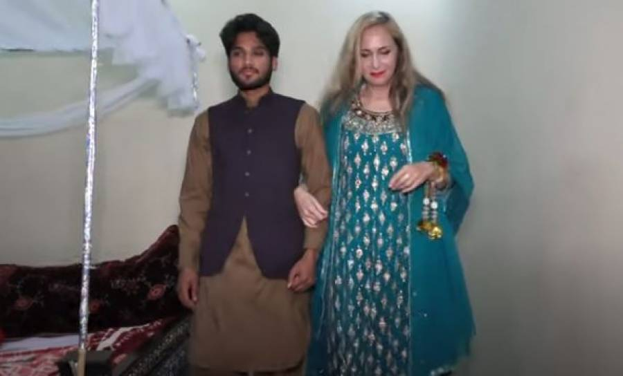 تئیس سالہ پاکستانی نوجوان کی 65سالہ گوری سے شادی لیکن دراصل دولہا رویا کیوں ؟ خود ہی کھل کر بول پڑا