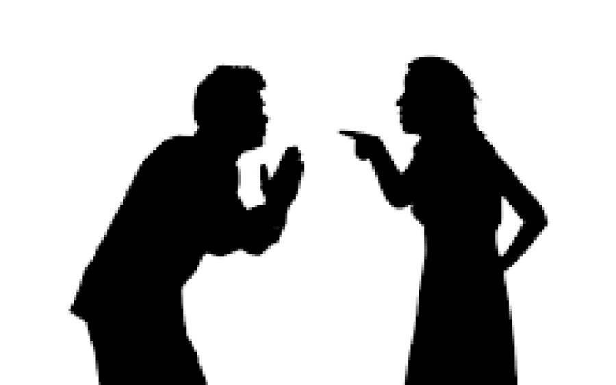 شوہر کے فون پر اس کی ایک خاتون کے ساتھ غیر اخلاقی تصاویر دیکھ کر بیوی نے اسے چھریاں مار دیں لیکن پھر پتہ چلا تصویر میں موجود لڑکی تو وہ خود ہے