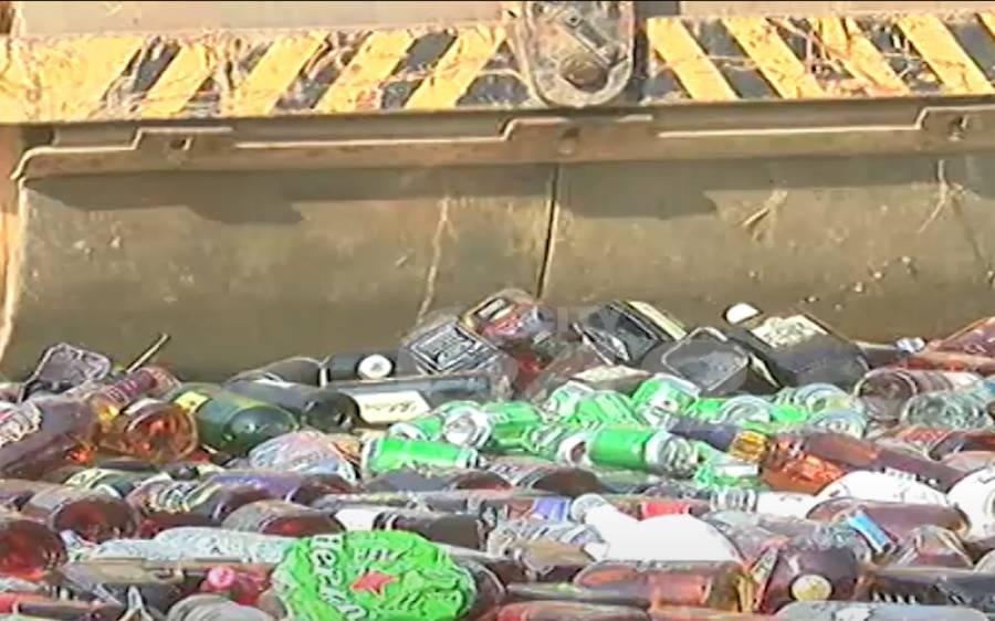 'رندانِ ازل دیکھیے کب ہوش میں آئیں' شراب کی ہزاروں بوتلیں تلف کردی گئیں