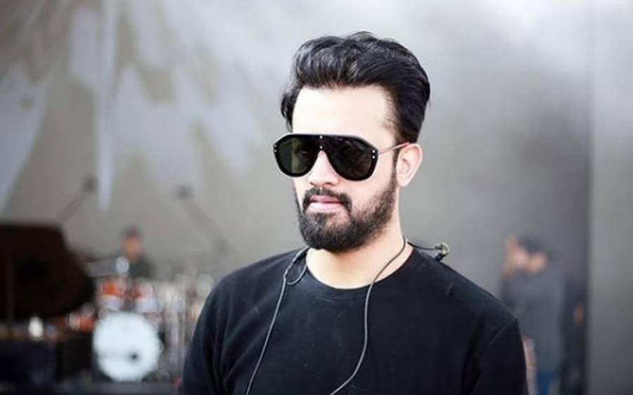 بین الاقوامی شہرت یافتہ پاکستانی گلوکار عاطف اسلم کے بیٹے کی پہلی تصویر سامنے آ گئی