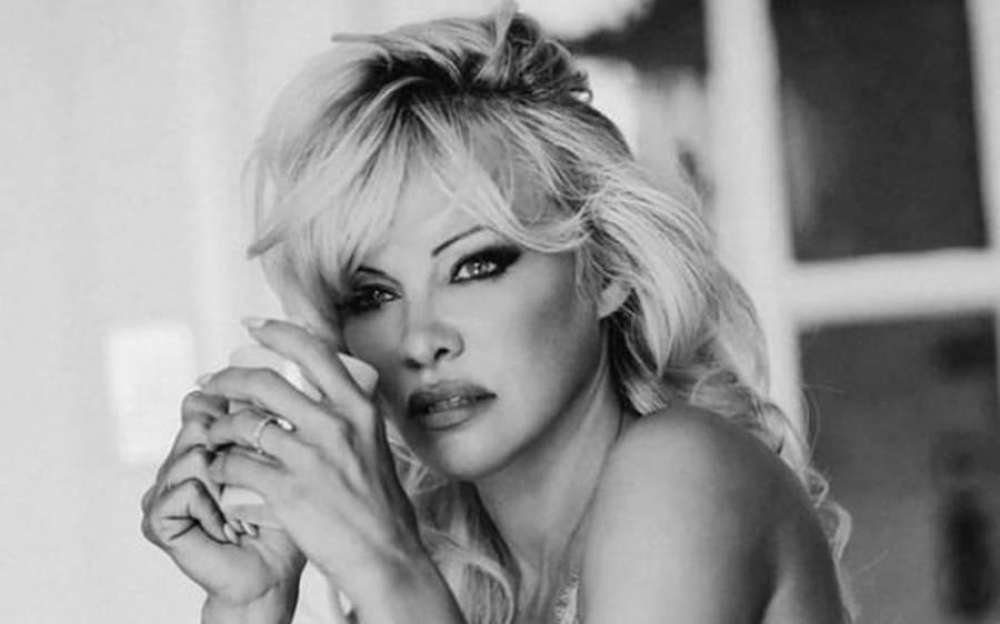 معروف اداکارہ نے 53 سال کی عمر میں اپنے باڈی گارڈ سے شادی کرلی