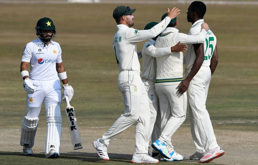 دوسری اننگز میں پاکستانی بیٹنگ لائن 'ڈول' گئی، صرف 76 رنز پر کتنے کھلاڑی آؤٹ ہو گئے؟ ناقابل یقین خبر آ گئی