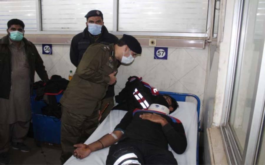 ڈی آئی جی آپریشنز کی ہسپتال پہنچ کر زخمی ڈولفن اہلکار کی عیادت