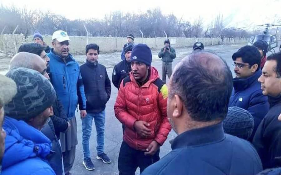 'میرے والد نے چوٹی سر کی، واپسی پر کوئی حادثہ ہوا، لاشوں کی تلاش کیلئے آپریشن کیا جائے'محمد علی سدپارہ کے مہم سے واپس آنے والے بیٹے کا بیان آگیا
