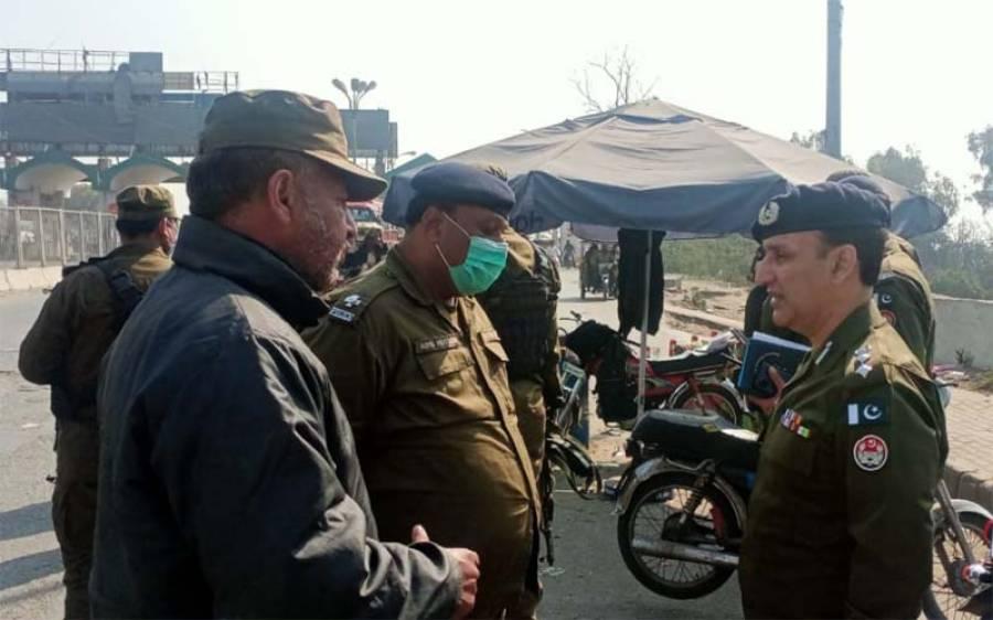 'ناکوں پر شہریوں کے ساتھ بد سلوکی کی شکایت برداشت نہیں کی جائے گی' ڈی آئی جی آپریشنز لاہور نے پولیس اہلکاروں کو ہدایت کردی