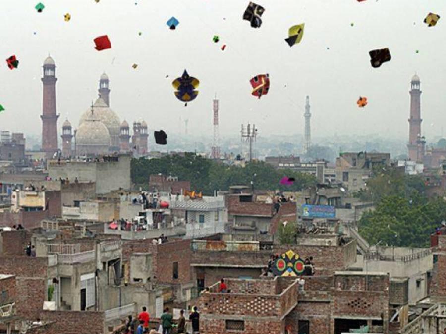 پتنگ باز منچلوں نے حکومت پنجاب کے تمام احکامات ہوا میں اڑا دیئے، 12سوسے زائد افراد گرفتار
