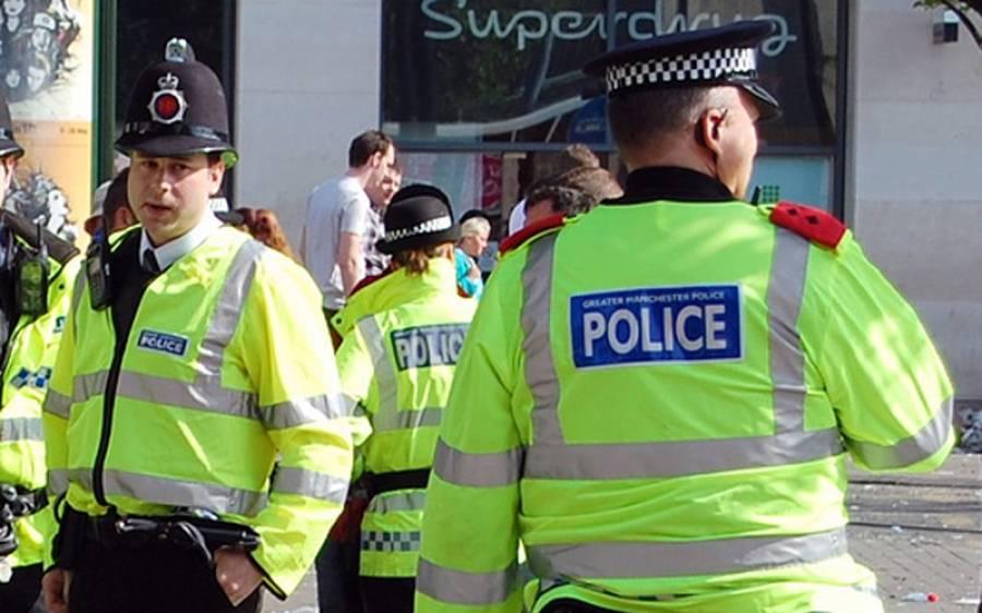 برطانوی پولیس نے طیارے کو اڑان بھرنے سے قبل رن وے سے واپس بلا کر ایسے شخص کو گرفتار کر لیا کہ کوئی سوچ بھی نہ سکتا تھا