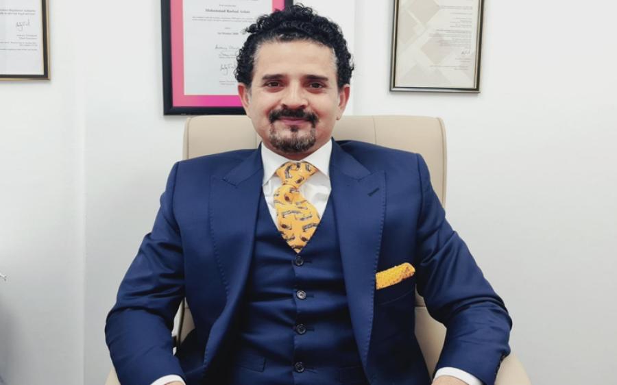نواز شریف کے پاسپورٹ کی مدت ختم، اس کے باوجود وہ 5 سال تک برطانیہ میں رہ سکتے ہیں، ماہر قانون کا حیران کن دعویٰ