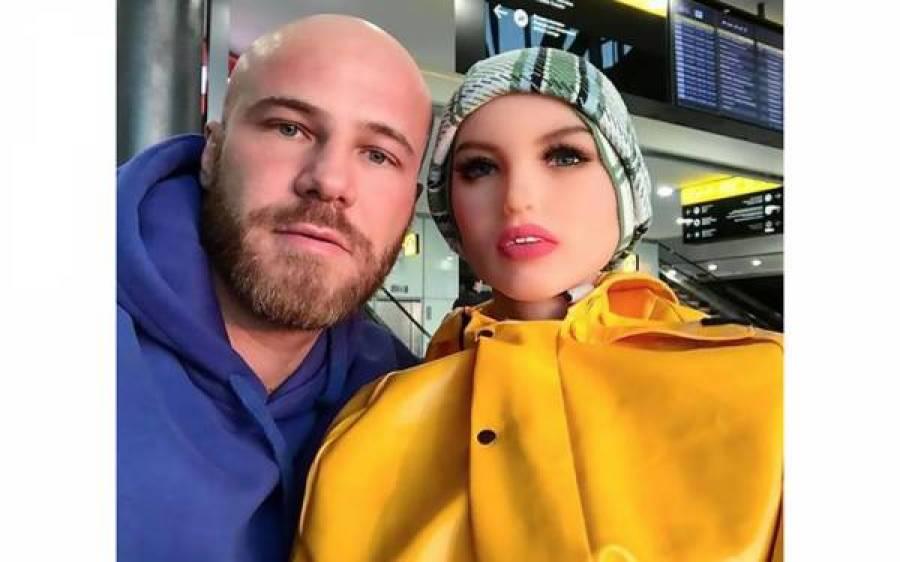 جنسی گڑیا سے شادی کرنے والے باڈی بلڈر کی بیوی ٹوٹ گئی تو ایک اور شرمناک کھلونا خرید لیا