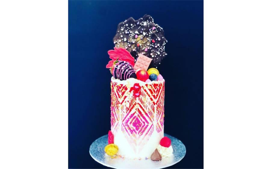 دنیا کے سپر آرٹسٹک کیک کیلئے مقابلہ، پاکستانی خاتون کا کیک بھی منتخب، آپ کس طرح ووٹ دے سکتے ہیں؟ جانئے