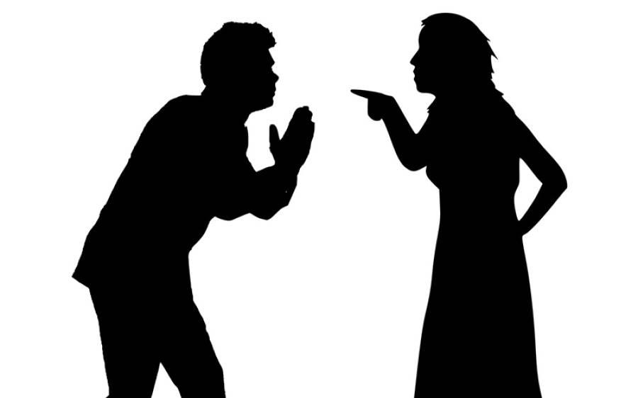 سڑک پر لڑائی، خاتون نے اجنبی آدمی کی زبان چبا کر سڑک پر پھینکی تو پرندہ لے اُڑا