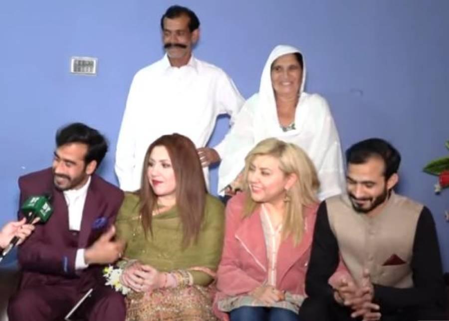 دو امریکی بہنیں دو پاکستانی بھائیوں سے شادی کرنے پہنچ گئیں، رابطہ کیسے ہوا تھا؟دولہے کی دیسی انگریزی نے ہنگامہ برپا کردیا
