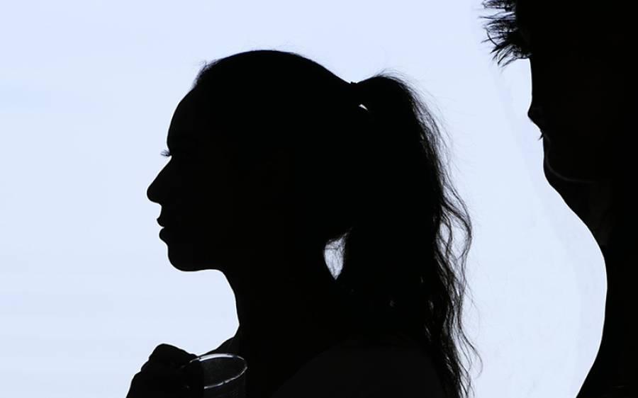 خاتون نے ہوٹل میں اپنے شوہر کے ساتھ بیٹھی لڑکی کو موت کے گھاٹ اتار ڈالا لیکن دراصل یہ حرکت کیوں کی؟ پکڑے جانے پر ایسادعویٰ کہ یقین کرنا مشکل