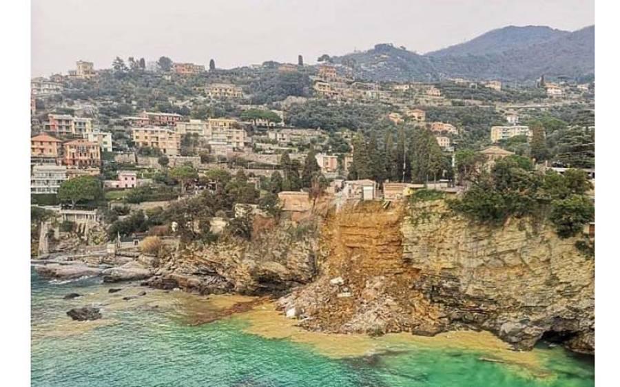 اطالوی قبرستان میں مٹی کا تودہ گرنے سے لگ بھگ 200 تابوت لیگرین سمندر میں گر گئے