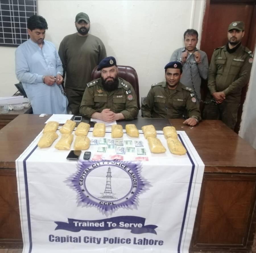 شیراکوٹ پولیس نے منشیات سمگلنگ کی کوشش ناکام بناتے ہوئے کروڑوں روپے مالیت کی چرس برآمد کرلی