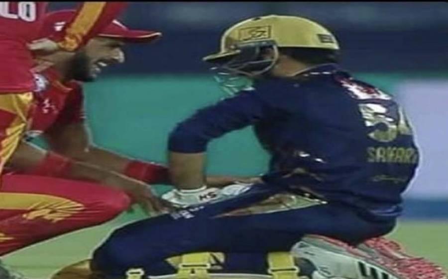 رنز لیتے ہوئے سرفراز احمد گرے تو اسلام آباد کی ٹیم کے کھلاڑی سٹریچر منگوانے لگے، دلچسپ ویڈیو سوشل میڈیا پر وائرل
