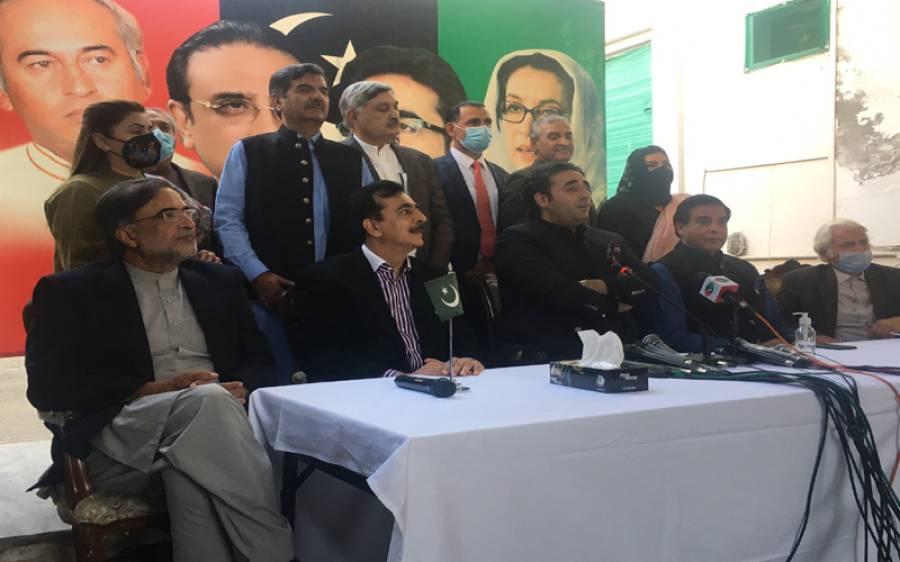 ' جن ارکان کو چور کہہ رہے ہیں انہی سے اعتماد کا ووٹ لینا چاہ رہے ہیں' یوسف رضا گیلانی نے ایسی بات کہہ دی کہ عمران خان کی پریشانی کی حد نہ رہے