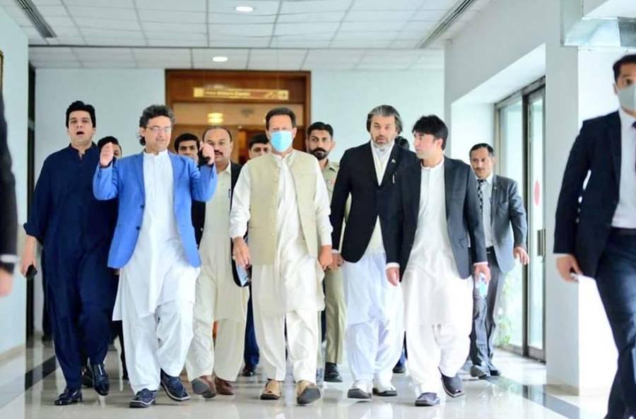 وزیراعظم عمران خان اعتماد کا ووٹ لینے قومی اسمبلی کے اجلاس میں پہنچ گئے ،انہوں نے کیا لباس زیب تن کر رکھا ہے ؟