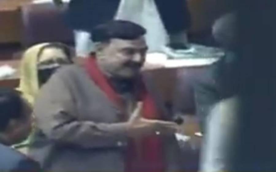 قومی اسمبلی میں شیخ رشید نے ہاتھ آگے بڑھایا لیکن وزیراعظم نظرانداز کرکے آگے چل دیئے