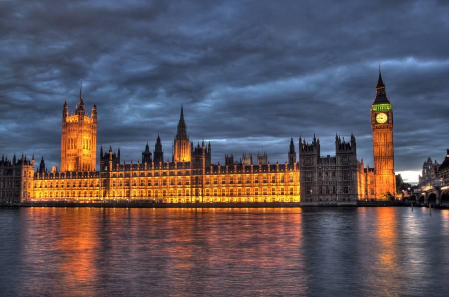 برطانیہ سے دوسرے ملک جانا ہے تو وجہ بتانی ہوگی، حکومت نے شہریوں کو خبردار کردیا