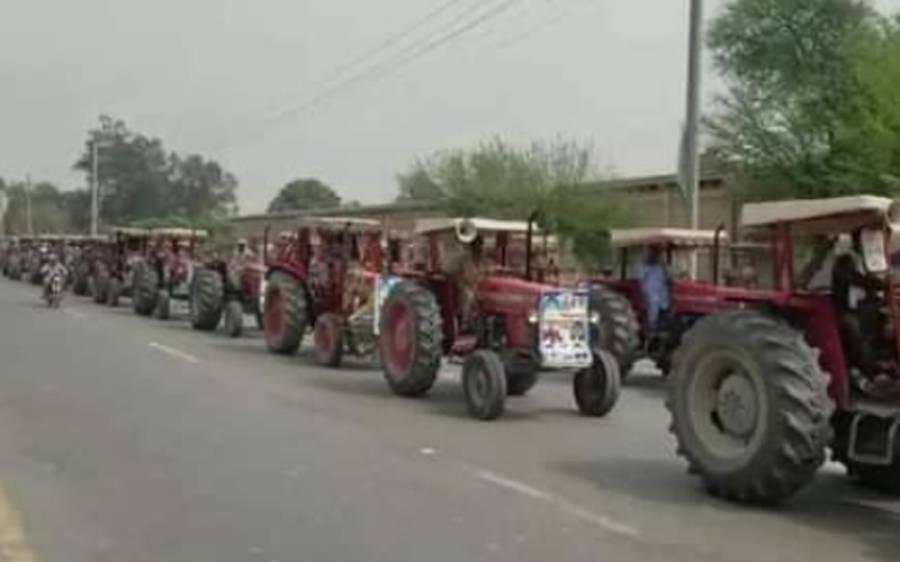 ملتان میں کسان اتحاد کا ٹریکٹر مارچ، لاہور میں دھرنا دینے کا اعلان