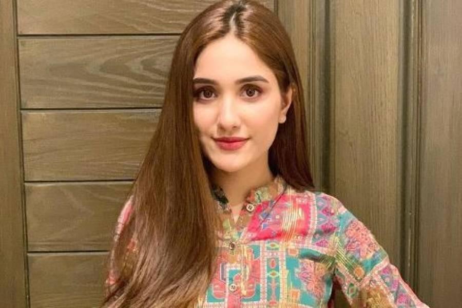 پاکستانی ٹی وی اداکارہ عائزہ اعوان کو بھی محبت مل گئی، پہلی تصویر شیئر