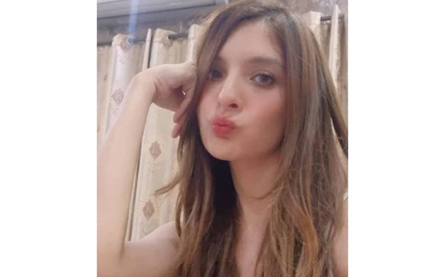 پاکستانی اداکارہ سعیدہ امتیاز کی پیراکی کرتے سوئمنگ پول کی ویڈیو سامنے آگئی