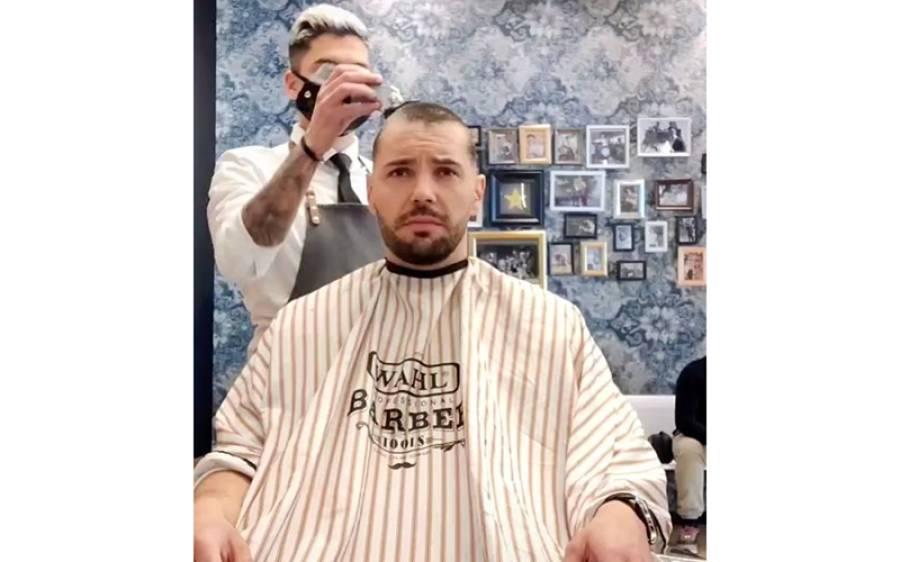 کینسر کے مریض کے بالوں کی کٹنگ لیکن پھر حجام نے ایسا کام کردیا کہ انٹرنیٹ پر دھوم مچ گئی