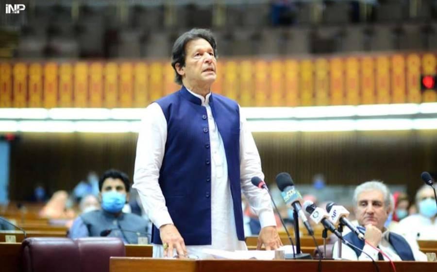 عمران خان پارلیمنٹ پہنچ گئے ، کن سے ملاقات جاری ہے ؟ جانئے