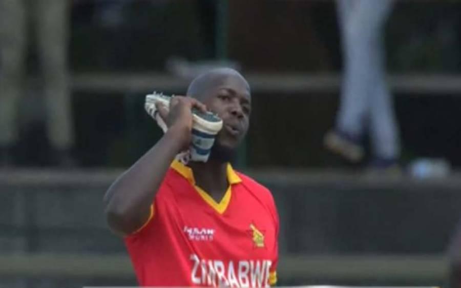 مین آف دی میچ کا اعزاز حاصل کرنے والے زمبابوے کے باولر لیوک جونگوے پاکستانی کھلاڑیوں کو آوٹ کر کے جوتے سے فون کیو ں کر رہے تھے ؟ خود ہی وجہ بتا دی