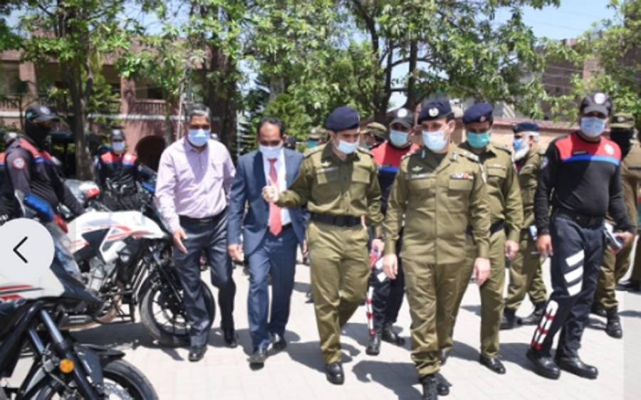 لاہور پولیس اِن ایکشن ، بغیر ماسک گھومنے والے سینکڑوں افراد کے خلاف مقدمات درج