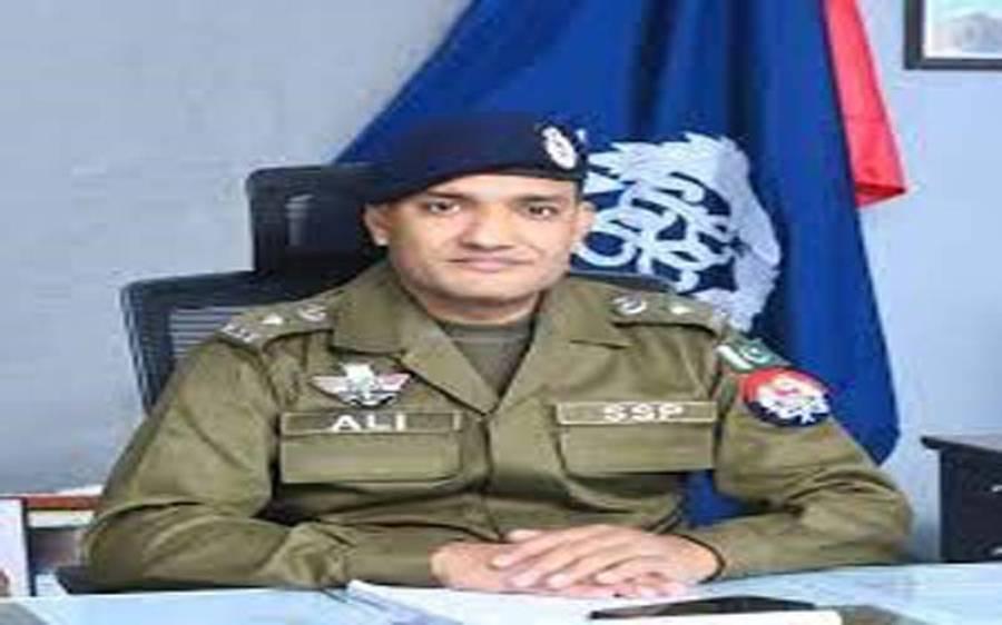 پولیس سے سیاسی مداخلت ختم نہ ہوسکی، ڈی پی او منڈی بہاو الدین کو ق لیگ کے ایم پی اے کے کہنے پر تبدیل کردیا گیا