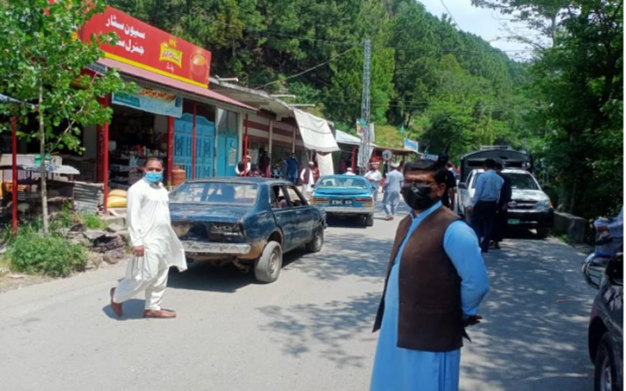 باغ کے تحصیلدار سید قمر کاظمی نے ماسک نہ پہننے پر کئی افراد کو جرمانے کردئیے