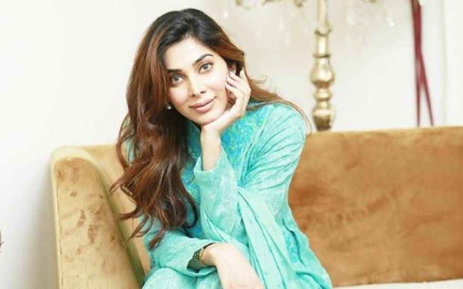 خلیل الرحمان قمر کے ساتھ شادی کی افواہوں پر اداکارہ ایشل فیاض نے آخر کار خاموشی توڑ دی